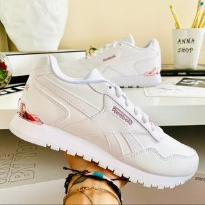 NWT Reebok leather classic white/rose gold